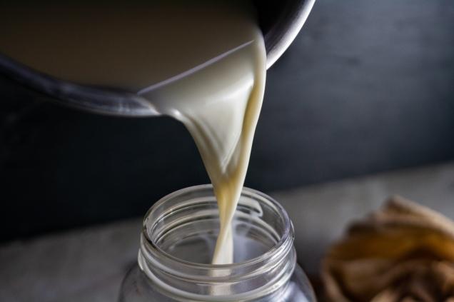 almond milk pour into mason jar2 (1 of 1)
